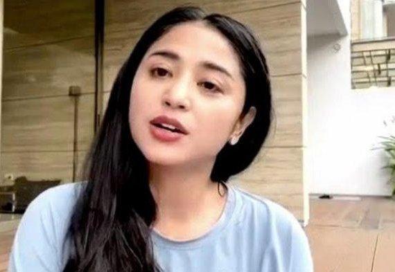 Dewi Perssik Pilih Bagi Emas Batangan 100 Gram Seharga Rp 95 Juta buat Keluarga Tak Bawa Oleh-oleh