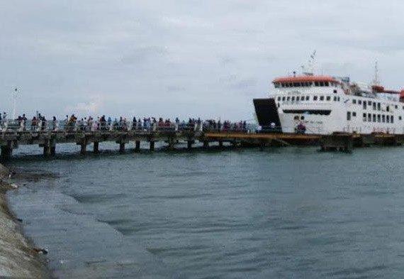 Pengiriman Obat & APD menuju Pulau Bawean Terkendala Larangan Kapal Beroperasi