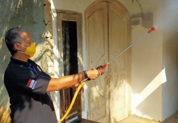 Tangerang Selatan Kemnaker Adakan Penyemprotan Disinfektan di Pondok Cabe